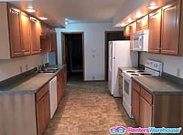 Roomy, Updated 3 Bed, 2 Bath Duplex with garage - Eau Claire