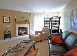 Saddle Brook Apartments - Pewaukee