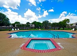 University Club Apartments - Waco - Waco