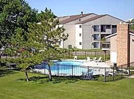 Woodlake Apartments - Sioux Falls