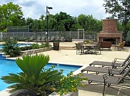 Highland Park Apartments - Fort Worth