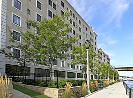 Brewers Point Apartments - Milwaukee
