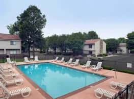 Collier Village Apartments - Collierville