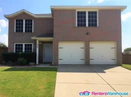 Gorgeous home on a large lot!! Krum, TX - Krum