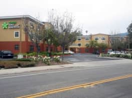 Furnished Studio - Santa Barbara - Calle Real - Goleta