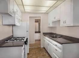 Los Arbolitos Apartments - Fresno