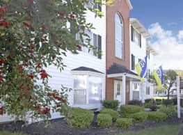 Cross Creek Apartments - Brunswick