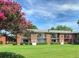 Country Club Apartments - Hampton