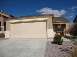 This 3 bedroom 2 bath home has 1296 square feet of - Albuquerque