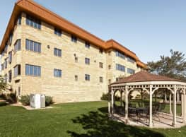 Celtic Crossing Apartments - Osseo