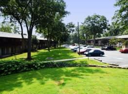 Hampton Forest - Greenville