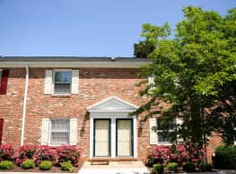 Barracks West Townhomes - Charlottesville