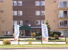 Statehouse Apartments - Parma