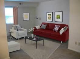 Pinewood Apartments - Hampton