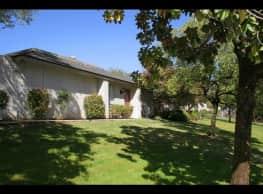 Highland Oaks Villas - Bakersfield