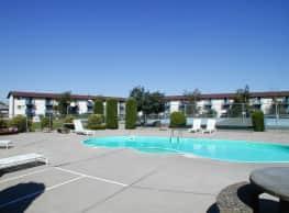 Center Court Apartments - Spokane