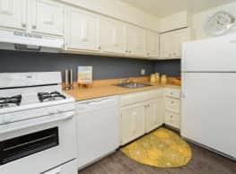 Columbia Pointe Apartment Homes - Columbia