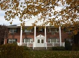 Tor View Village Apartments - Garnerville