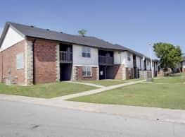 Carriage House Apartments - Lawton