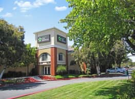 Furnished Studio - Los Angeles - Northridge - Northridge