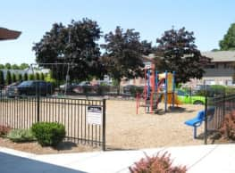 Courtyard at Cedar Hills - Beaverton