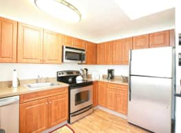 Lakewood Apartments - Hamden