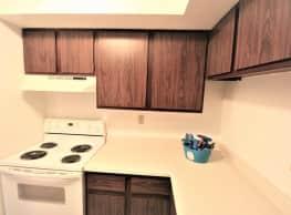 Crestwood Apartments - Peoria
