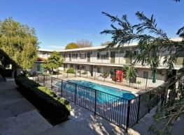 Royal Villa Apartments - Reseda