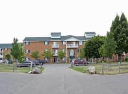 Colonial Court Apartments - Pulaski