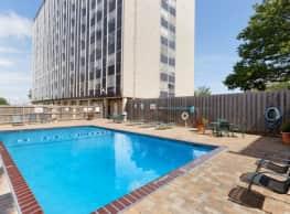 Nine Ten Penn Apartments - Kansas City