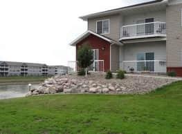 Silver Lake Apartments - Mandan