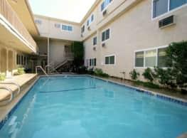 Esplanade Apartments - Lake Balboa