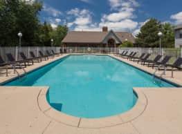 Deer Valley Luxury Apartments - Lake Bluff