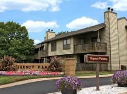Regency Park Apartments - Topeka