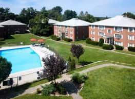 Country Club Garden Apartments - Woburn