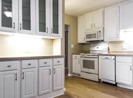 Lincoln Center Senior Apartments - Chisholm
