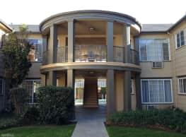 Colonial Manor Apartments - Van Nuys