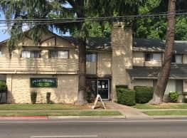 Swiss Colony Apartments - Fresno