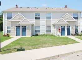 Four Seasons Apartments - Dewitt