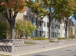 Stanley Court Apartments - Bloomington