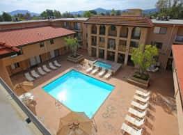 Casa Del Riverside - Valley Village