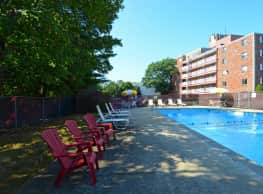 Towne House Apartments - Quincy