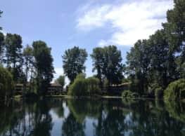 Hidden Lake Apartments - Lakewood