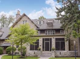 Hedstrom Manor - Snyder