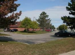 Pinewood Townhomes - Pontiac