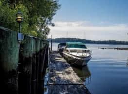 Salem Harbour Riverfront Resort - Bensalem