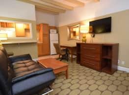 Crown Efficiency Apartments - Baton Rouge