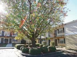 Summer Brooke Apartments - Auburn