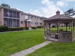 Clover Park Apartments - Rochester