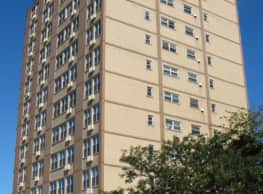 Sheridan Lake Apartments - Chicago